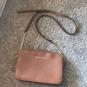 Michael Kors crossbody in brown great condition
